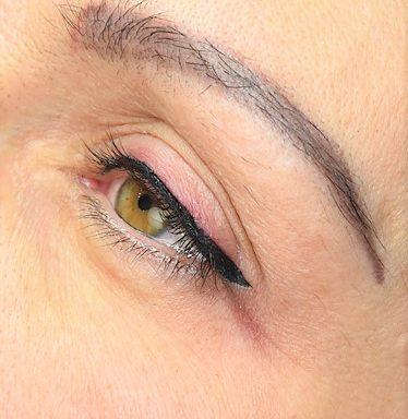 Classic Eye Liner- klasszikus szemhéjkontúr pigmentáló képzés